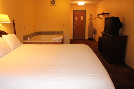 Riverview Jacuzzi Suite with King bed
